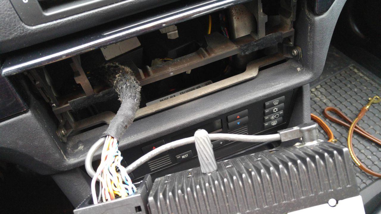 Normalo-Autoradio: Über das Wechseln und Anschließen von Radios ...